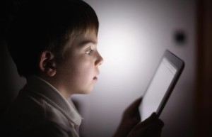 hypnotized-kid-tablet